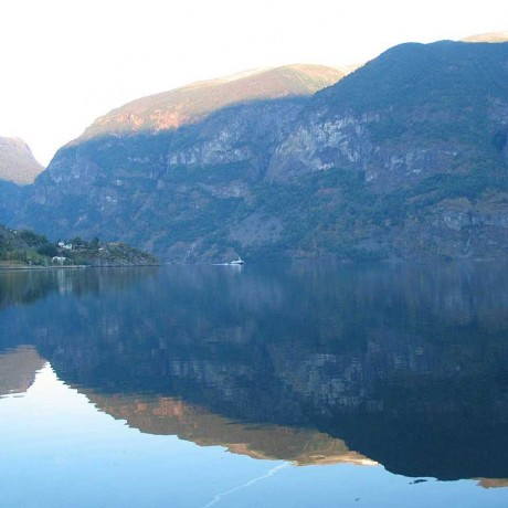 1024px-Flam_Fjord