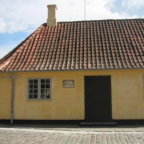 1024px-HansChristianAndersen_House